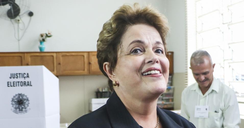Dilma Rousseff, candidata ao senado por Minas Gerais, vota no Colégio Santa Marcelina, na região da Pampulha, na cidade de Belo Horizonte