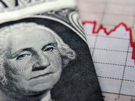 Valor do dólar divulgado pela imprensa, inclusive o UOL, refere-se ao dólar comercial; para turistas, valor é sempre maior - Getty Images/iStockphoto