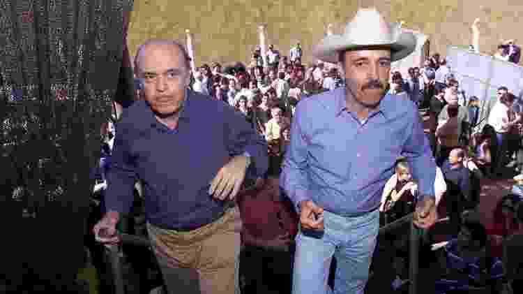 Prata recebe o amigo José Serra em Barretos durante a campanha presidencial de 2002 - Luiz Carlos Murauskas/Folha - Luiz Carlos Murauskas/Folha