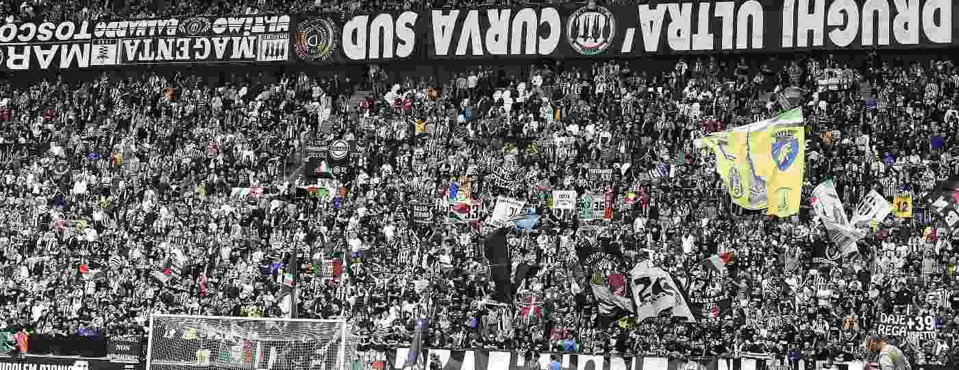 Ultras da Drughi, torcida organizada da Juventus, durante partida da equipe contra a Fiorentina - 20.abr.2019 - Fabio Ferrari/LaPresse/DiaEsportivo/Folhapress