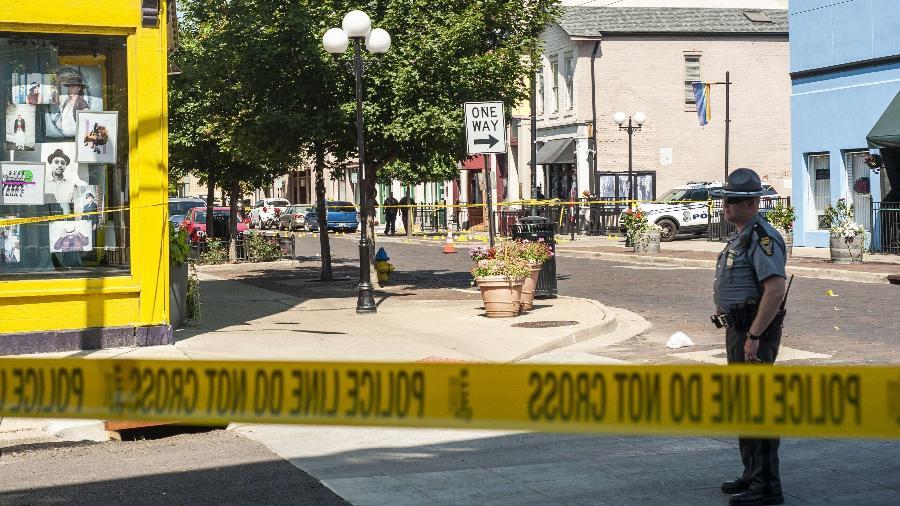 Policiais investigam área onde homem atacou a tiros e matou nove pessoas em Dayton, Ohio -  Matthew Hatcher/Getty Images/AFP