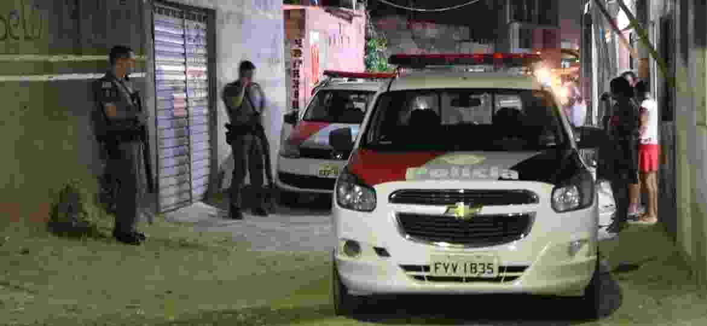 PM preserva local em que mulher foi vítima de feminicídio em Campinas, no interior de São Paulo; mulher foi assassinada com 11 disparos - 10.mai.2019 - Luciano Claudino/Código19/Folhapress