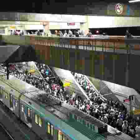 Plataforma da estação Brás da CPTM lotada após desembarque  - Marcelo Oliveira/UOL - Marcelo Oliveira/UOL