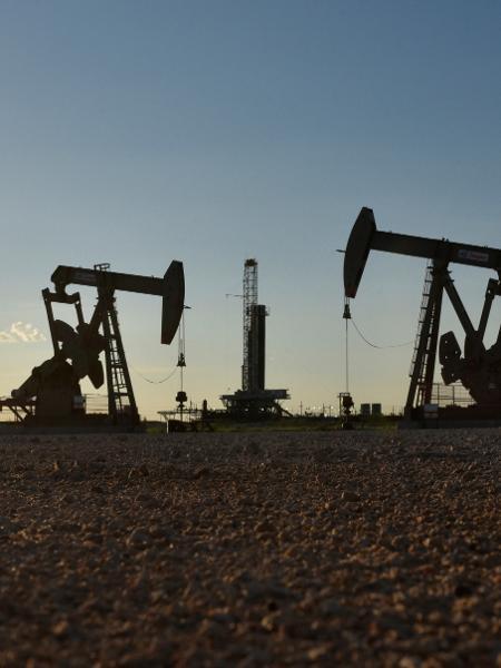 Opep destaca que a produção de petróleo bruto do país caiu para uma média de 2,76 milhões de bpd em novembro - NICK OXFORD