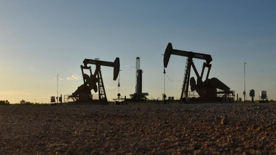 Bombeamento de petróleo em Midland (EUA); A Opep manteve a previsão de que a demanda em 2021 se recupere - NICK OXFORD