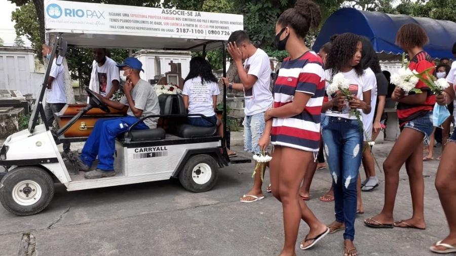 Familiares e amigos se despedem de Jhonatan Araújo da Silva - Rai Aquino/Colaboração para o UOL
