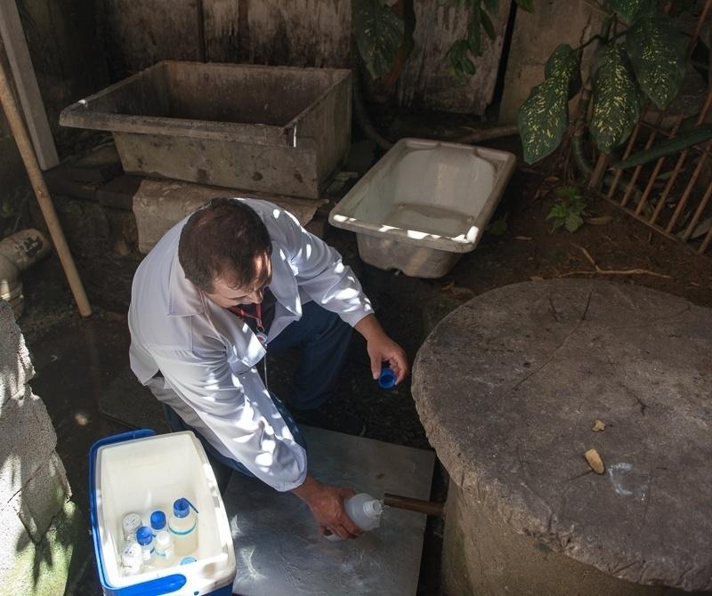 Na Vila Jaguari, na zona norte de São Paulo, há uma nascente dentro de uma oficina, na rua Orlando Vilas Boas. O dono permite a entrada de moradores para recolherem água. Análises indicaram que ela não é potável, mas pode ser usada em banhos e para lavar roupas. A nascente dá origem a um riacho afluente do ribeirão Vermelho, que passa pelo município de Osasco e deságua no Tietê