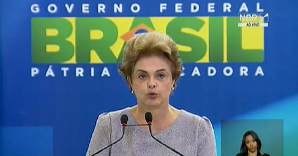 22.mar.2016 - Presidente Dilma Rousseff discursa em encontro com juristas no DF