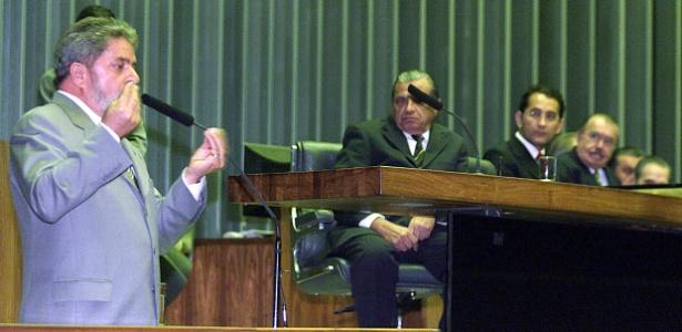 Lula enviou mensagem à Câmara em agosto de 2003 pedindo a retirada do projeto. Na época, a Casa era presidida pelo deputado João Paulo Cunha (PT-SP), segundo da direita para a esquerda na mesa - 20.out.2003 - Sergio Lima/Folha Imagem