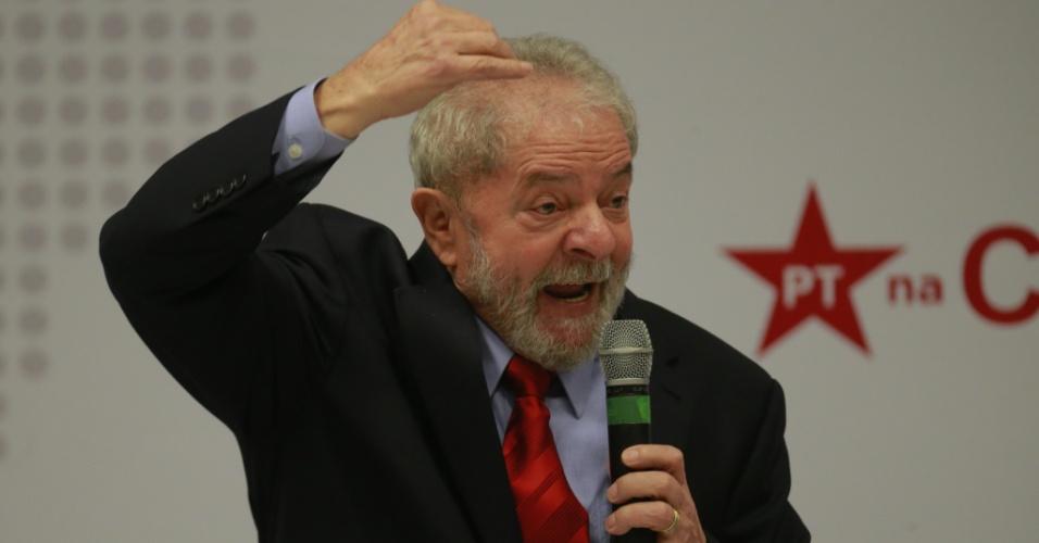 24.abr.2017 - Ex-presidente Luiz Inácio Lula da Silva participa de seminário promovido pelo PT em São Paulo