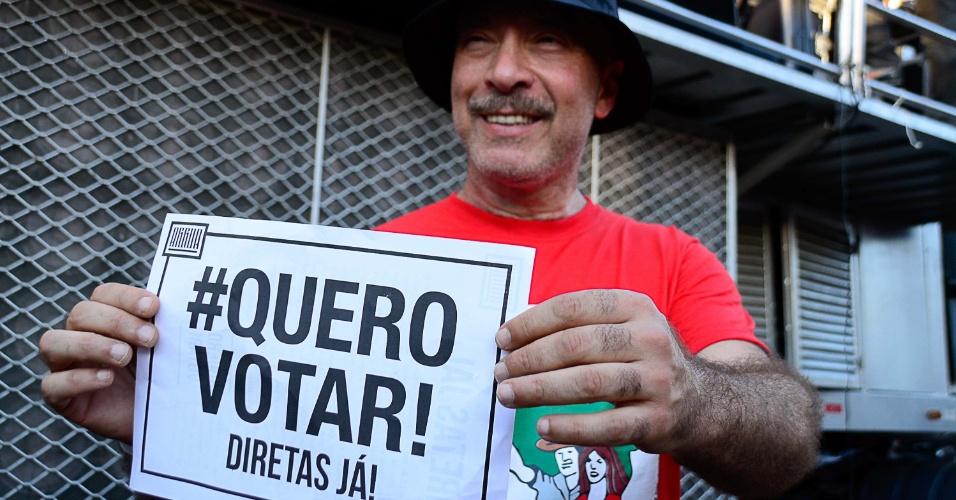 4.jun.2017 - O músico Edgard Scandurra participa de ato no Largo da Batata, em São Paulo, pela eleição direta para presidente