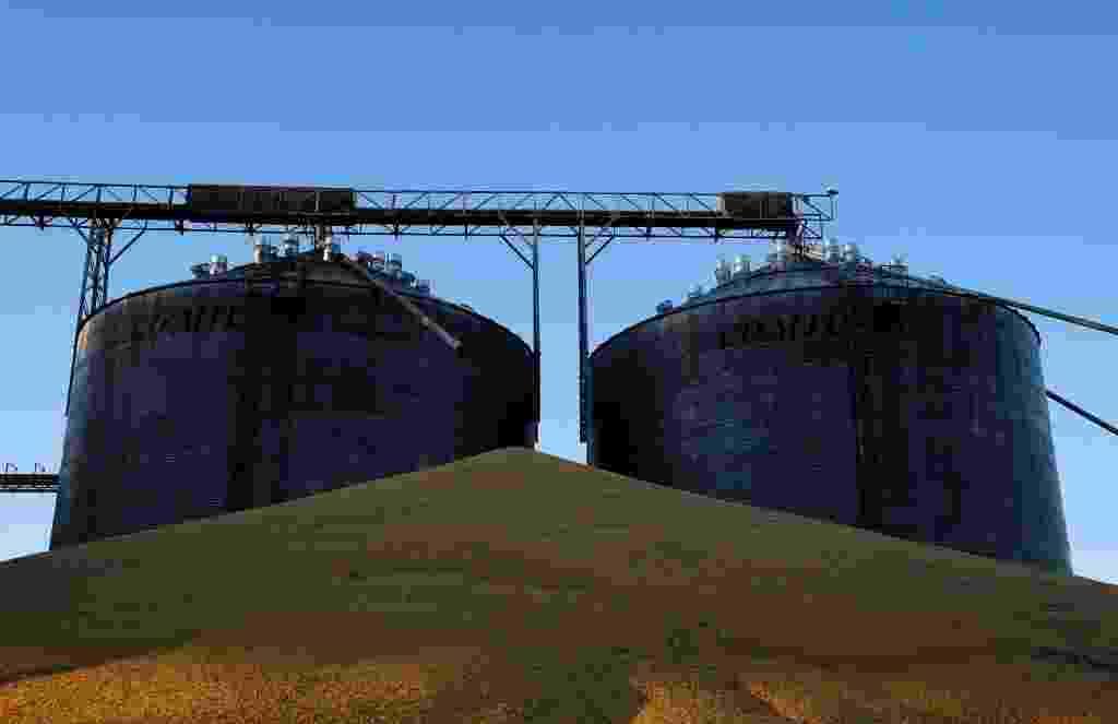 26.jul.2017 - Em produção no Estado do Mato Grosso, o milho é estocado fora dos silos de armazenagem, já lotados de grãos - Nacho Doce/Reuters