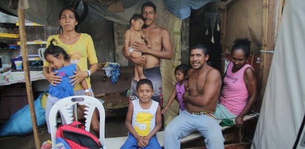 Família de venezuelanos vive em abrigo em Boa Vista, Roraima