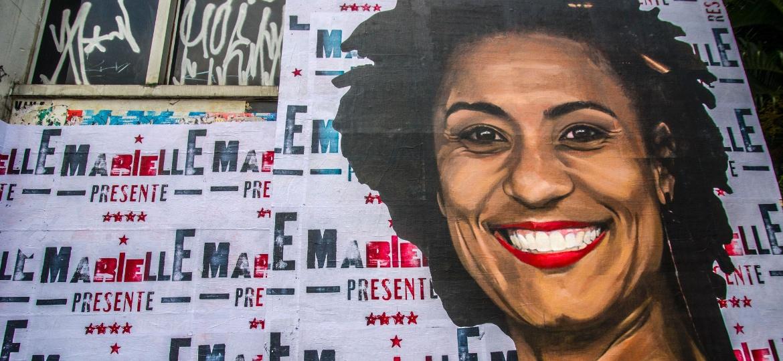 Rosto da vereadora Marielle Franco (PSOL-RJ), assassinada no dia 14 de março, estampa lambe-lambe na rua da Consolação, centro de São Paulo. O crime ainda não foi solucionado - Cris Faga/Fox Press Photo/Estadão Conteúdo