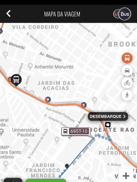 É só ficar de olho no aplicativo da UBus para saber quando descer - Gabriel Francisco Ribeiro/UOL
