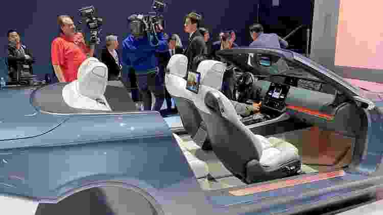 Carro futurístico da Samsung na CES 2020 - Gabriel Francisco Ribeiro/UOL - Gabriel Francisco Ribeiro/UOL