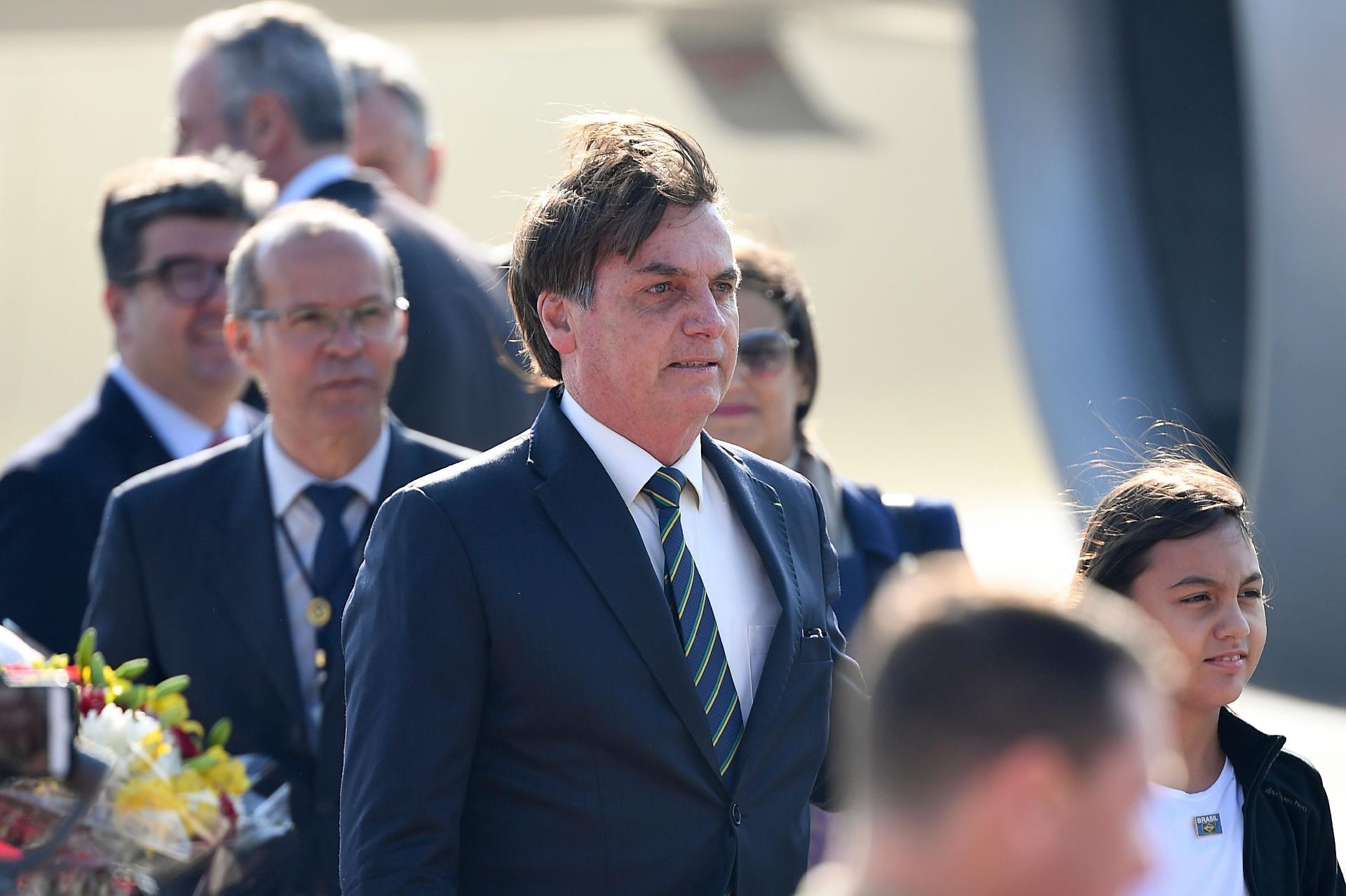 Resultado de imagem para Ele usou um avião militar para ir da Suíça à Índia e Bolsonaro demitiu-o… duas vezes