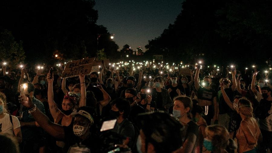 Protesto em Nova York nos Estados Unidos, contra a violência policial contra negros - Scott Heins/Getty Images