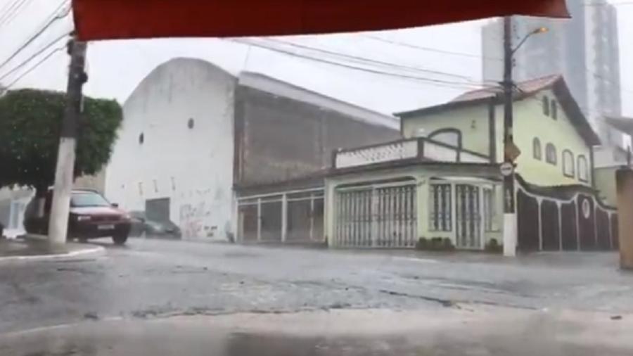 Chuva colocou cidade de São Paulo em estado de atenção neste domingo - Reprodução/Twitter