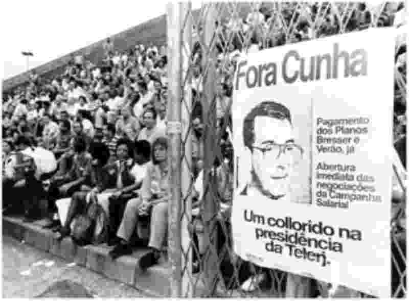 Manifestação de trabalhadores do Sintel-RJ (Sindicato dos Trabalhadores em Comunicação do Rio de Janeiro) em 1992 contra Eduardo Cunha, então presidente da Telerj indicado pelo ex-presidente Fernando Collor - Divulgação/Sintel-RJ