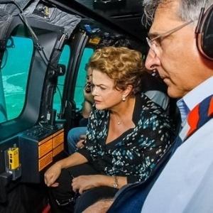 Dilma Rousseff sobrevoa as áreas atingidas