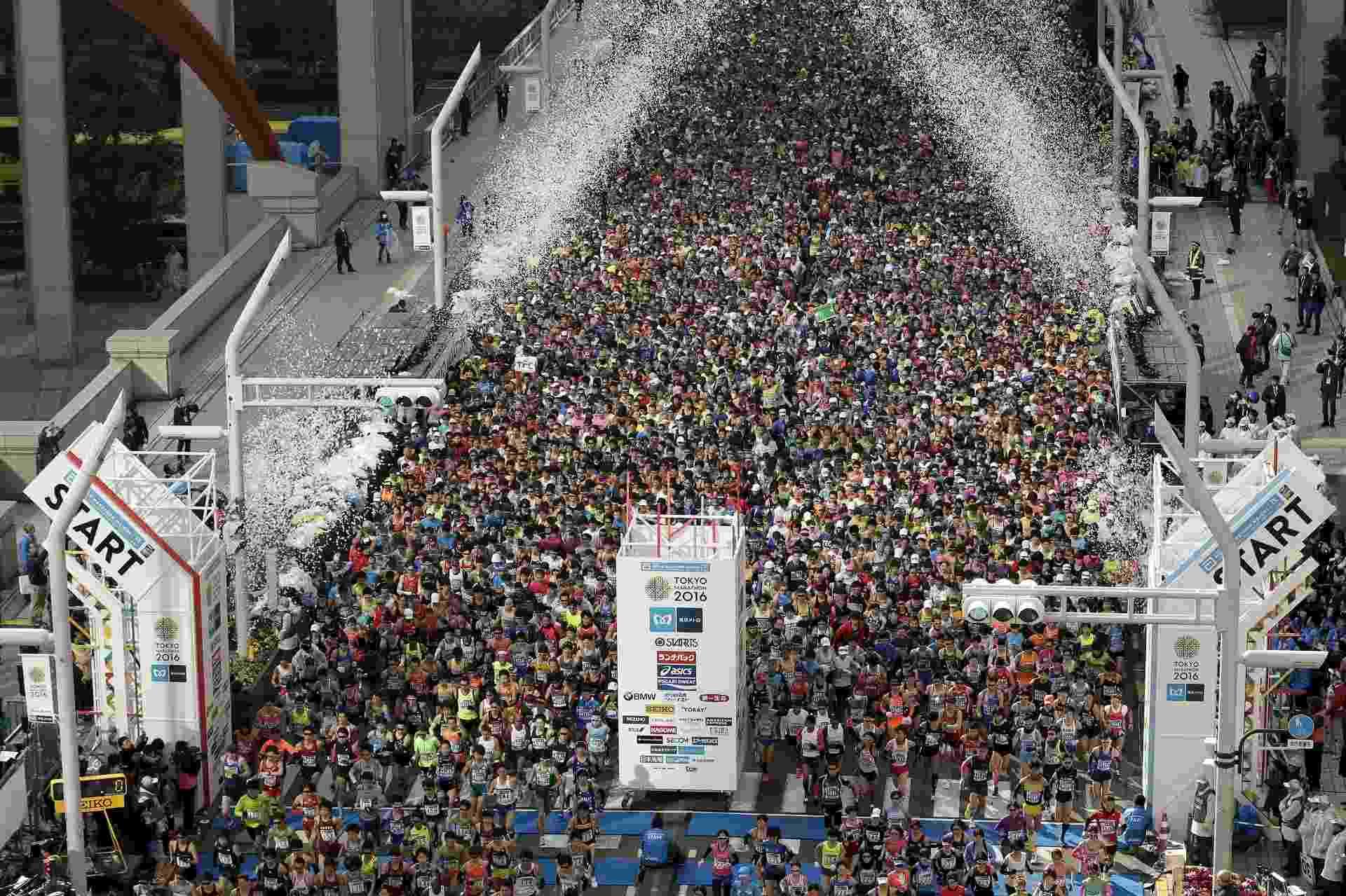 27.fev.2016 - Cerca de 30 mil corredores participaram da Maratona de Tóquio, no Japão. Esta foi a décima edição do evento esportivo, e é uma das seis maiores do mundo em número de participantes - Kiyoshi Ota/Reuters