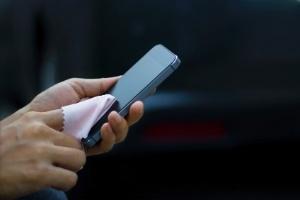 Existe uma gambiarra para tirar arranhões da tela do celular? Testamos 3 (Foto: iStock)
