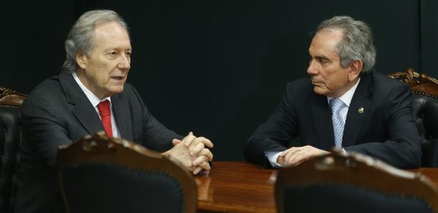 Raimundo Lira (D) se reuniu com o presidente do Supremo Tribunal Federal, Ricardo Lewandowski, que será o responsável por conduzir a segunda fase do processo - Pedro Ladeira/Folhapress