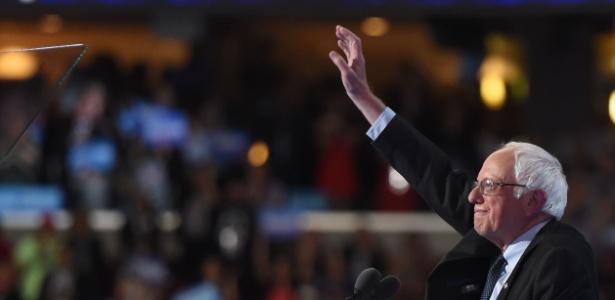 Adversário de Hillary nas prévias, o senador Bernie Sanders declarou apoio à democrata em discurso no primeiro dia da convenção