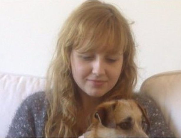 Émilie se matou aos 17 e trechos de seu drama pessoal, registrados num diário, foram divulgados na semana passada - La Voix du Nord