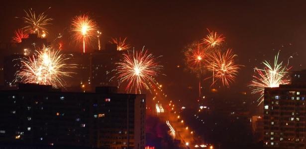 Chineses dispararam fogos de artifício nesta madrugada em bairro de Pequim