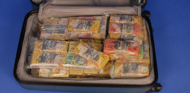 Polícia australiana divulga foto da mala cheia de dinheiro