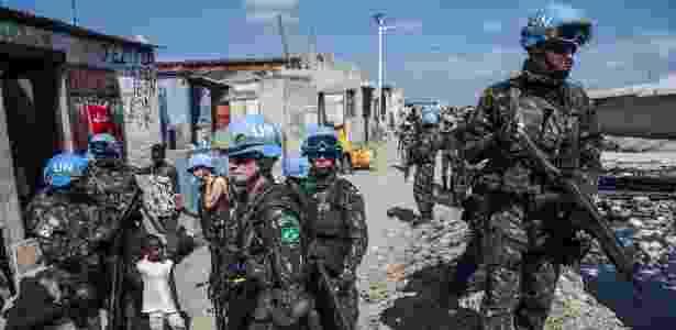Militares brasileiros começam a deixar o Haiti - Notícias - BOL d704985f47e