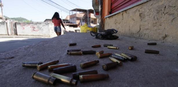 26.mar.2018 - Milicianos tentaram invadir a favela Bateau Mouche, controlada pelo CV - Jose Lucena/Estadão Conteúdo