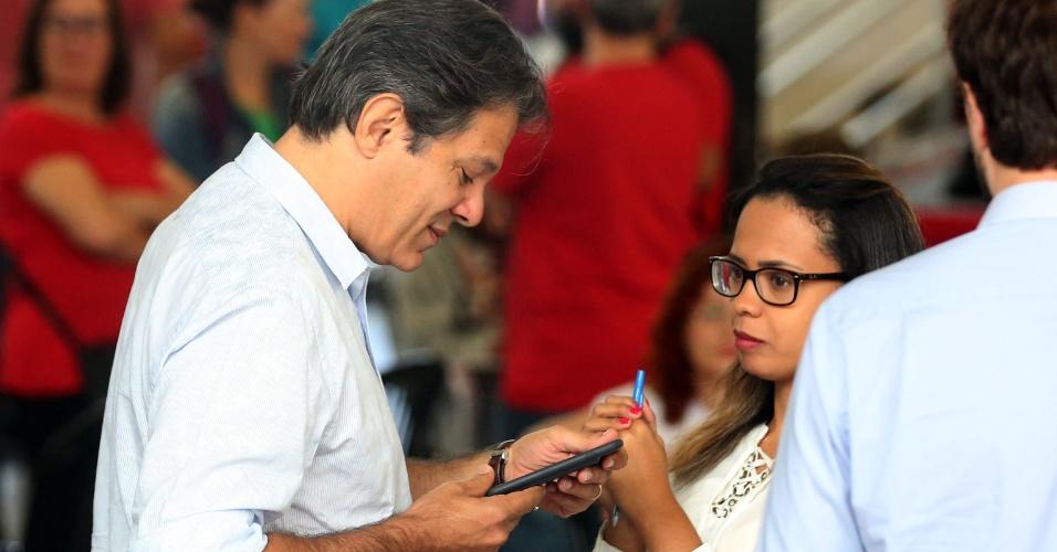 6.abr.2018 - O ex-prefeito de São Paulo, Fernando Haddad, ao chegar no Sindicato dos Metalúrgicos do ABC para apoiar resistência do ex-presidente Lula