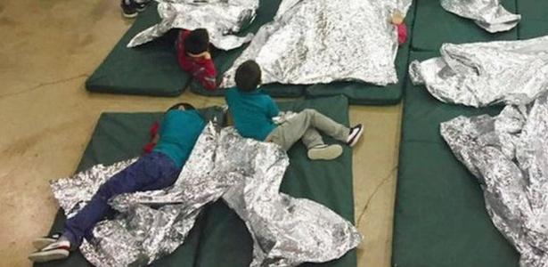 Complexo de detenção de imigrantes é alvo de críticas inclusive da ex-primeira dama Laura Bush - Alfândega e Proteção de Fronteiras dos EUA