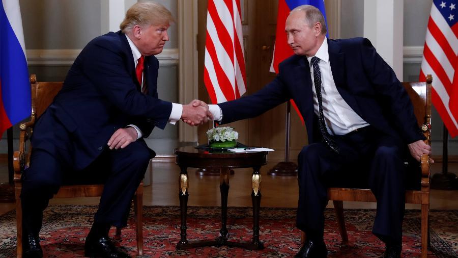 Presidente dos EUA, Donald Trump, encontra-se com o presidente da Rússia, Vladimir Putin, em Helsinque, Finlândia - EUTERS/Kevin Lamarque