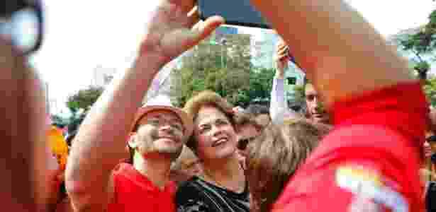 A ex-presidente e candidata ao Senado por Minas Gerais pelo PT, Dilma Rousseff, faz campanha no centro de Contagem, região metropolitana de Belo Horizonte (MG). - Leo Fontes/O Tempo/Estadão Conetúdo