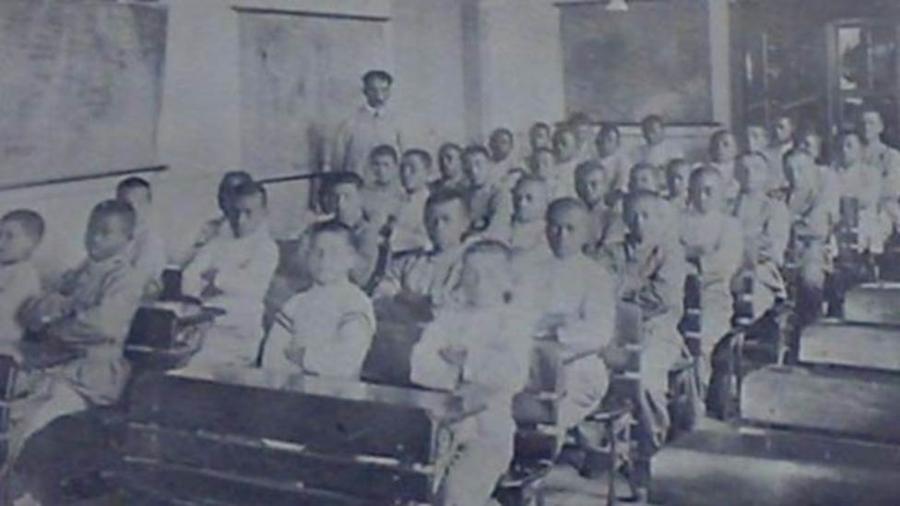 Uma sala de aula com menores infratores ou abandonados no início do século 20, em São Paulo - Cpdoc/Fundação Casa/BBC