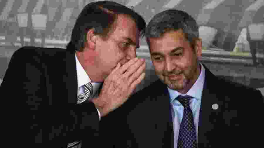 Mario Abdo Benitez, presidente do Paraguai, conversa com Jair Bolsonaro (sem partido), presidente da República - NORBERTO DUARTE/AFP