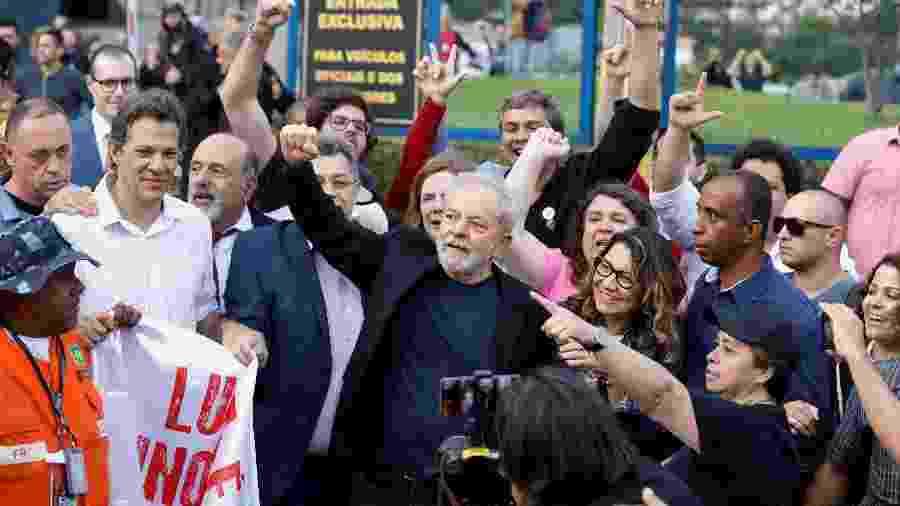 8.no.2019 - O ex-presidente Lula após deixar a superintendência da Polícia Federal em Curitiba - Rodolfo Buhrer/Reuters