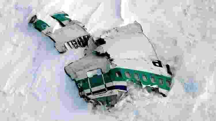 Destroços do avião ainda estão na montanha - Phil Reid/Antarctica New Zealand - Phil Reid/Antarctica New Zealand