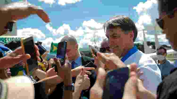 Bolsonaro se encontra com apoiadores apesar de recomendações de distanciamento social contra coronavírus - 01.abr.2020 - Adriano Machado/Reuters