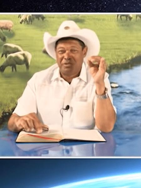 O pastor Valdemiro Santiago em vídeo no YouTube - Reprodução/ YouTube