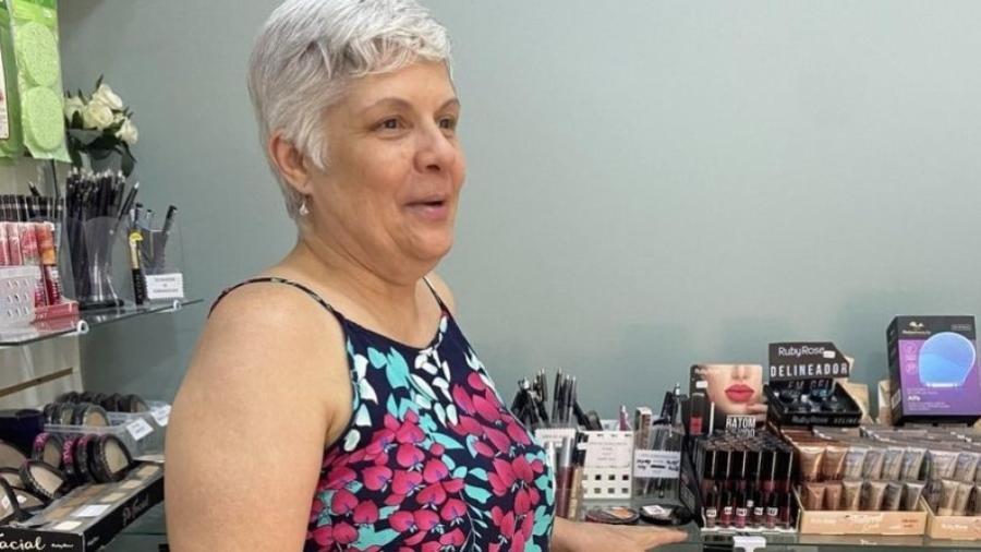 """A vendedora Maria Aparecida Pereira Toscana pensa em fechar sua loja: """"Os clientes não voltaram"""" - Arquivo pessoal"""