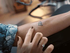 Tatuagem feita à distância - Reprodução - Reprodução