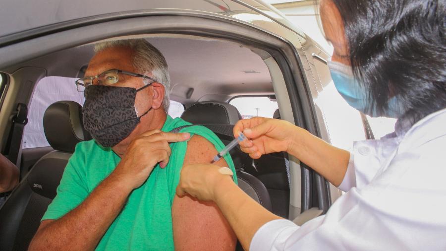 Postos drive-thru para vacinação só serão reabertos quando as vacinas para a próxima faixa etária estiverem disponíveis - Divulgação/Governo do Estado de São Paulo