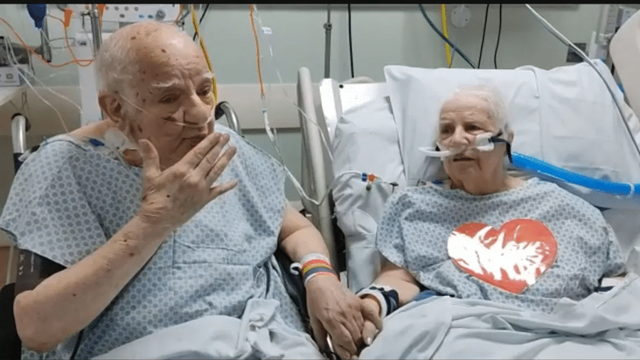 Oswaldo e Iolanda de mãos dadas, durante o encontro no CTI do Hospital São Vicente - Reprodução/Rede Globo