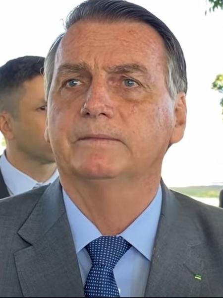 27.jul.2021 - Jair Bolsonaro (sem partido) fala com apoiadores na frente do Palácio da Alvorada, em Brasília - Reprodução/YouTube/Foco do Brasil