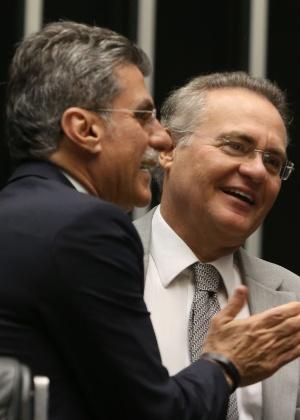 O Presidente do Senado, Renan Calheiros, conversa com o senador Romero Jucá (PMDB-RR)